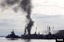 The Oryol on fire in Severodvinsk on April 7, 2015