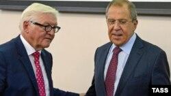 Сергій Лавров (п) і Франк-Вальтер Штайнмаєр під час зустрічі в Єкатеринбурзі, Росія, 15 серпня 2016 року