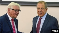 German Foreign Minister Frank-Walter Steinmeier (left) with his Russian counterpart Sergei Lavrov in Yekaterinburg.