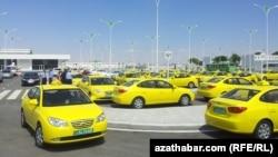 Aşgabat, boş duran döwlet taksileri