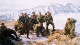 Псковские десантники на месте гибели 6-й роты в Аргунском ущелье, Чечня