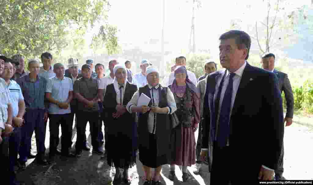 Президент Сооронбай Жээнбеков бүгүн, 26-июлда Тажикстандын президенти Эмомали Рахмон менен Исфара шаарында жолугат.