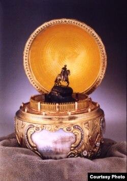 Императорское Пасхальное яйцо «Медный всадник», 1903 год, Музей ХИЛЛВУД, Вашингтон