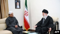 Аятолла Али Хаменеи жана Пакистандын президенти Асиф Али Зардари