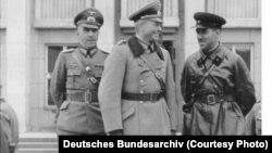 Сустрэча нямецкіх і савецкіх камандзіраў на парадзе ў Берасьці, 1939 год