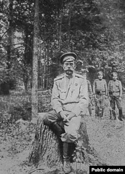 Последняя известная фотография Николая II. Март 1917 года