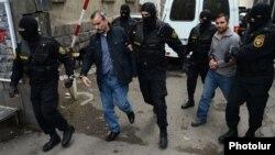 Իրավապահները Ժիրայր Սեֆիլյանին և Գևորգ Սաֆարյանին տանում են Քննչական կոմիտե՝ հարցաքննության: 9-ը ապրիլի, 2015թ․