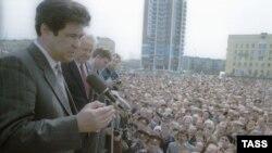 Аман Төлеев пен Ресей президенті Борис Ельцин мерекелік шеру кезінде. Новокузнецк, 1 мамыр, 1991 жыл