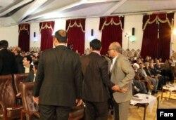 تصویری از درگیری و جنجال در همایش خانه شهر کرمان در اسفند سال ۹۳