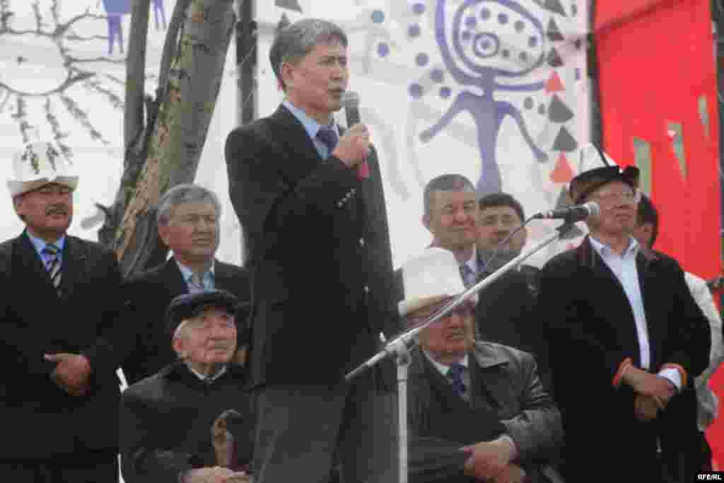 "А. Атамбаев ""Эч качан элимди алдабайм, эч качан элимди сатпайм"", - деп эл алдында ант берди - Kyrgyzstan -- Grand Congress (Eldik Kurultay) of United Popular Movement In the Village of Arashan Near Bishkek,25april2009"