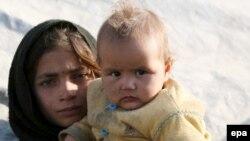 آوارگان افغان در یک اردوگاه پناهندگان.