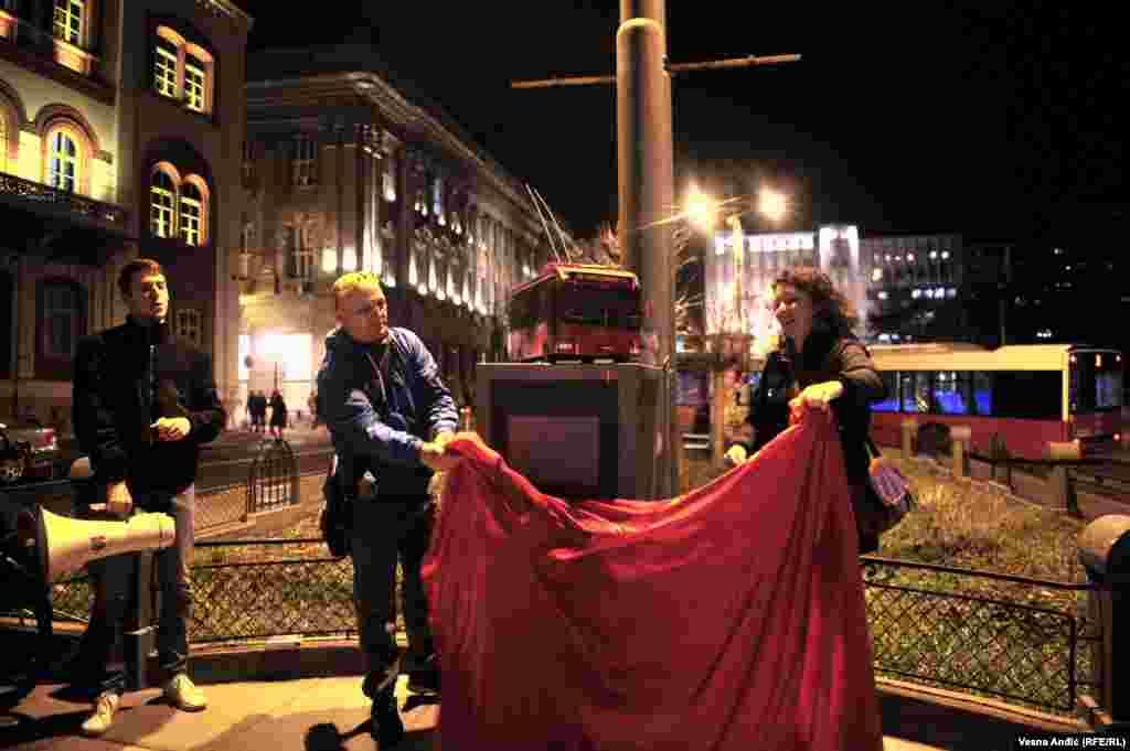 Spomenik troli 28 otkriven je na nekadašnjoj okretnici ove linije, na Studentskom trgu u centru Beograda.