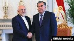 Ирандын тышкы иштер министри Мухаммад Жавад Зариф (солдо) жана Тажикстандын президенти Эмомали Рахмон