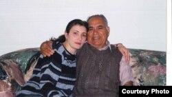 Qaytaran Eyvazlı xalası nəticəsi Kəmalə Qasımlı ilə. New York City. 2002