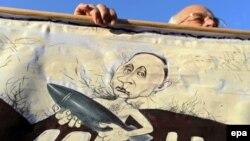 Բելառուս - Մինսկի կենտրոնում անցկացված բողոքի ակցիայի մասնակցի պարզած պաստառը, 4-ը հոկտեմբերի, 2015թ․