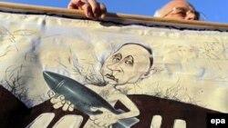 Плякат на мітынгу супраць расейскіх вайсковых баз 4 кастрычніка ў Менску