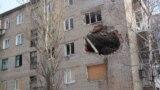 Поврежденный дом в городе Красногоровке Донецкой области