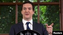 Министр финансов Великобритании Джордж Осборн выступает на пресс-конференции. Лондон, 27 июня 2016 года.
