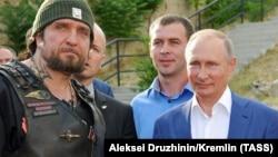 Gecə canavarlarının başçısı Aleksandr Zaldostanov prezident Vladimir Putinlə tez-tez görüşür