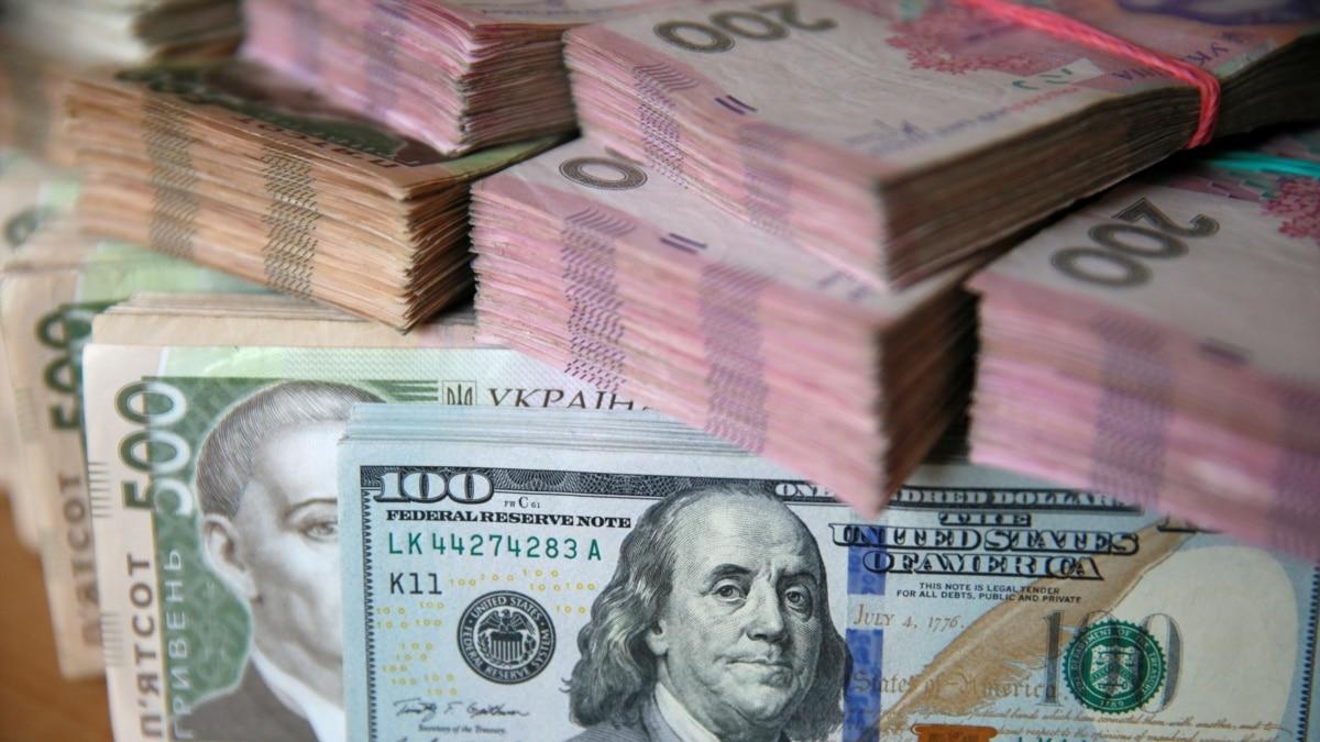 На межбанке стремительно дешевеет доллар