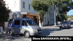 Громкое уголовное дело, возбужденное против сотрудников МВД, связано с гибелью в одном из кабинетов ведомства задержанного Анзора Тарба