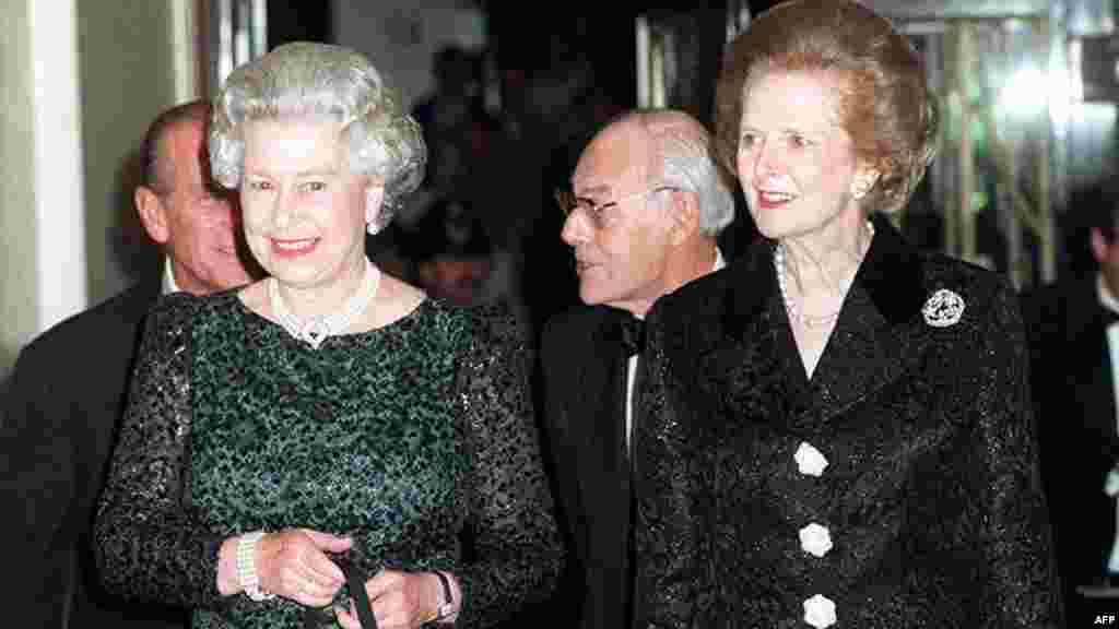 The queen (left) and former British Prime Minister Margaret Thatcher arrive for a dinner to celebrate the latter's 70th birthday in London in 1995.