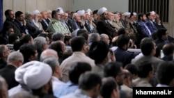 این تصویر را به یاد داشته باشید؛ چهرههای دولت پنهان آیتالله خامنهای در دیدارهای او در این زاویه و در کنار برخی دیگر از مشاوران جای گرفتهاند.