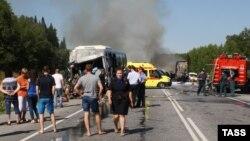 Pamje pas ndeshjes së sotme të autobusit me kamion afër Krasnojarskit në Rusi