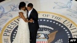Presidenti Barak Obama dhe zonja e parë Mishell, 20 janar 2009.
