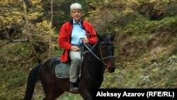 """Руководитель экологического движения """"Табигат"""" Мэлс Елеусизов. Алматы, 9 октября 2013 года."""