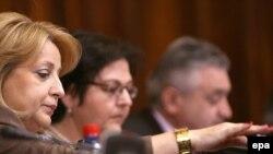 Slavica Đukić Dejanović tokom jedne od intervencija u raspravi poslanika Skupštine Srbije, 2010.