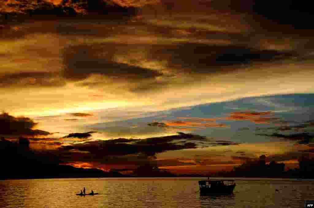 Надвячорак на востраве Флорэс у Інданэзіі.