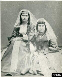 ელისაბედ (ლიზა) საგინაშვილი და სოფიო სუმბათაშვილი
