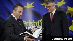 Архивска фотографија: Лидерот на Алијанса за иднина на Косово на Рамуш Харадинај и премиерот и претседател на Демократската партија на Косово Хашим Тачи.
