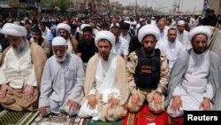 Шийи мусулмандар Багдаддын Садр районундагы жума намазда. 20-июнь, 2014-жыл.