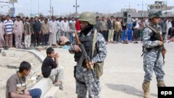 سربازان عراقی هنوز نتوانسته اند به طور کامل امنیت را برقرار کنند.