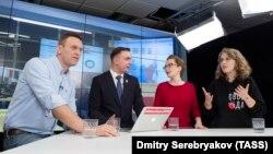 Елена Малаховская (в красном) на встрече Навального с Собчак
