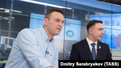 Russian opposition activist Aleksei Navalny (left) and his lawyer Ivan Zhdanov (file photo)