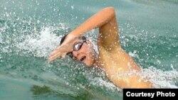 Евгениј Поп Ацев, македонски пливачки маратонец.