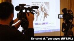 Алматыда өткен медиа форумға келген телеарна операторлары. Алматы, 20 қыркүйек 2010 жыл. (Көрнекі сурет)