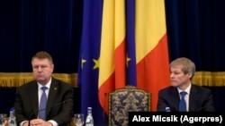 Președintele Klaus Iohannis și Dacian Cioloș pe vremea când era premier