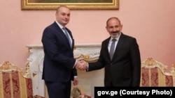 Премьер-министр Грузии Мамука Бахтадзе (слева) и премьер-министр Армении Никол Пашинян (архив)