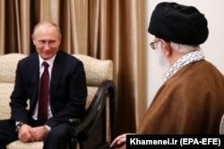 Президент России Владимир Путин в Тегеране в гостях у Великого аятоллы Али Хаменеи. 1 ноября 2017 года.
