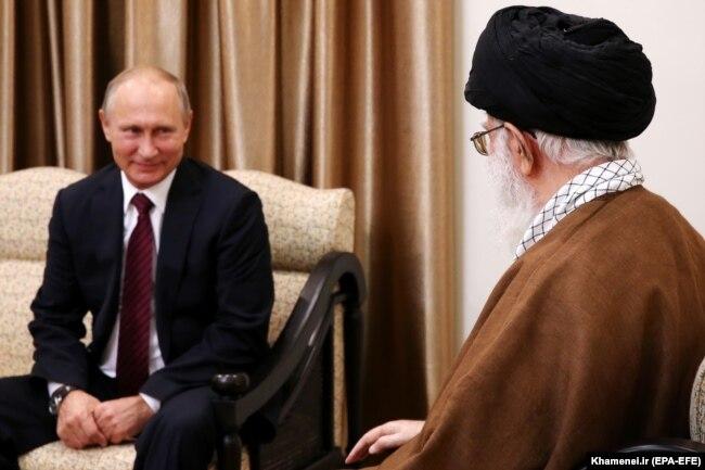 Президент России Владимир Путин в Тегеране в гостях у Великого аятоллы Али Хаменеи. 1 ноября 2017 года