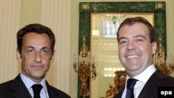Дмитрий Медведев уверенно смотрит вперед, Европы ему бояться нечего