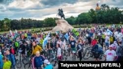 Участники велопарада, 18 июня 2016 года