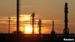 Нефтегазоперерабатывающее предприятие. Иллюстративное фото.