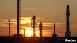 Қазақстандағы мұнай және газ өңдейтін зауыт (Көрнекі сурет)