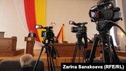 Анатолий Бибилов в парламенте, 12 февраля