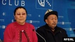 Толқын тұрғындары Күләш Әли мен Баяхмет Абдулла. Алматы, 4 ақпан, 2009 жыл.